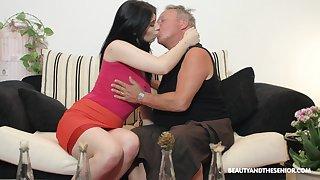 Brunette nympho Sheril Blosso enjoys casual lovemaking with doyen