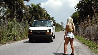 Picked regarding Latina MILF receives much in than a ride home